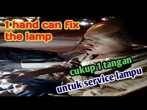Service Lampu Hanya Dengan Satu Tangan