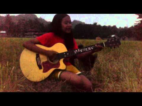 Amazing Filipina Singer(Mash up cover) Flashlight, Ikaw, Mahal ko o Mahal ako & Right Here Waiting