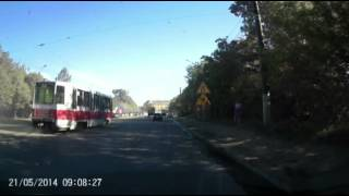 У трамвая отрывается токоприёмник