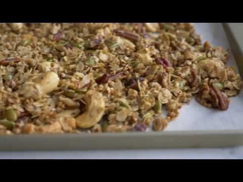 HOMEMADE MAPLE BUCKWHEAT GRANOLA (GLUTEN FREE)