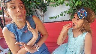 Gözleri kapalı yüz boyama, Elif ve Lera yarışıyor, Eğlenceli çocuk videosu