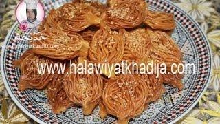 Repeat youtube video كيفية تحضير حلوى البشنيخة  Recette de Chebakia Bouchnikha