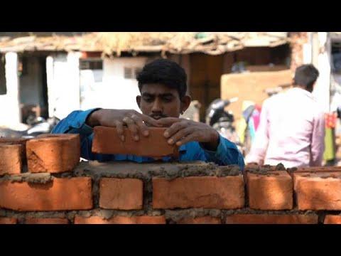 شاهد: بناء جدار في الهند يواري ما لا ينبغي لترامب أن يراه…  - نشر قبل 29 دقيقة