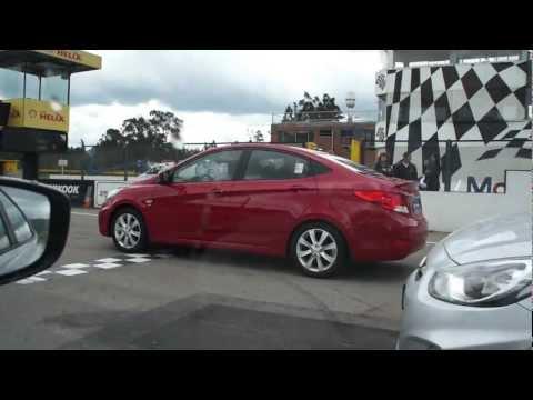 Expertos pilotos prueban el nuevo Hyundai i25 Accent en el Autodromo de Tocancipá