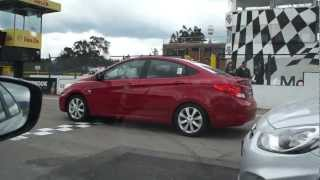 Expertos pilotos prueban el nuevo Hyundai i25 Accent en el Autodromo de Tocancip