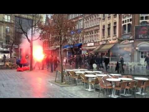 Voetbalsupporters Op De Vuist Club Brugge En KAA Gent 2015 Vrijdagmarkt Gent .