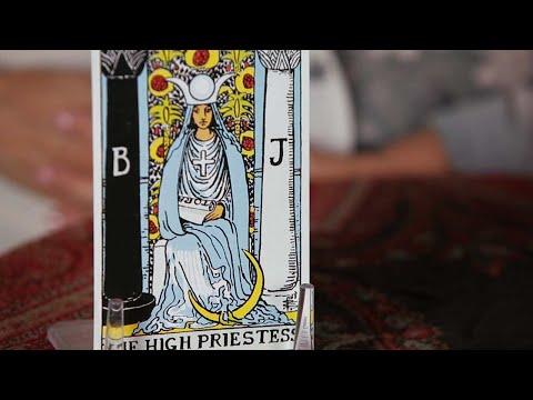 How to Read the High Priestess Card | Tarot Cards