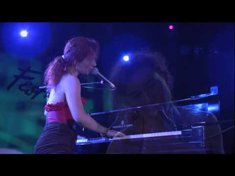 Tori Amos — Happy Phantom (Live At Montreux 1992)