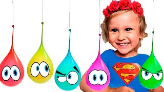 Супер Ева лопает шарики с водой 🎨 детска песенка Finger Colors Song