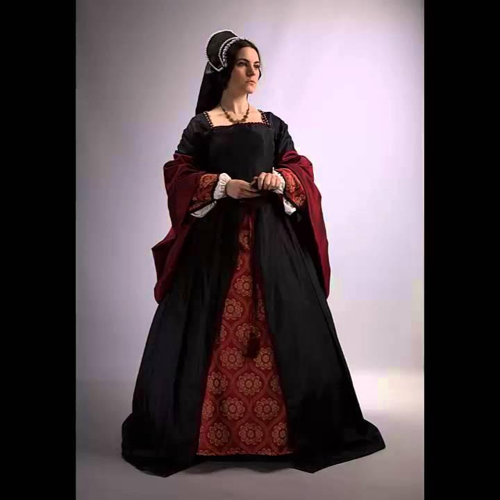Modelling a black Tudor dress (16th century) - YouTube