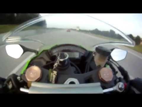 Audi RS6 vs Kawasaki ZX10R Street race +300kph / +190mph