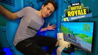 Playing Fortnite While On The Toilet! (LIFE HACK)