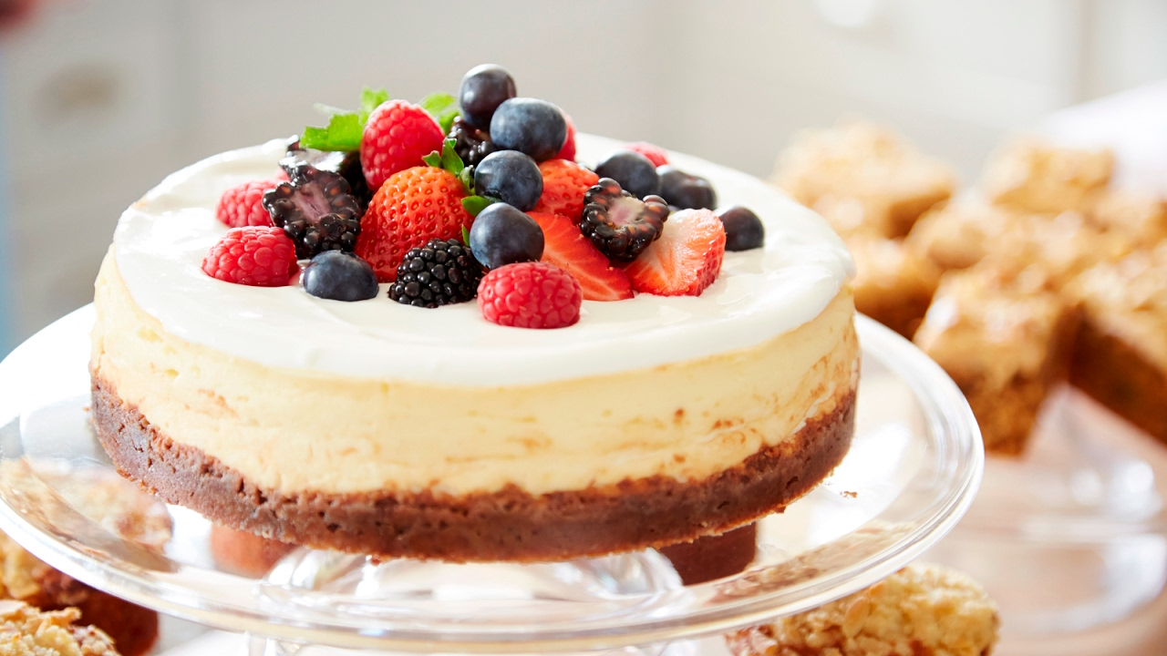 Mary Berry's American-Style Baked Cheesecake Recipe - YouTube