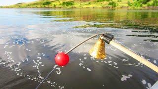 КЛЮЮТ ЛОПАТЫ ТОЛЬКО ОПУСКАЙ! Рыбалка НА ЯЙЦА (Вишню) в яме