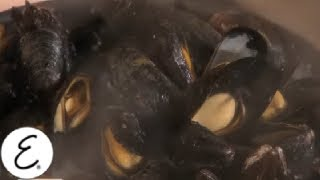 Emeril's Mussels Marinara Recipe - Emeril Lagasse