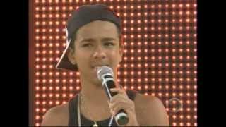 Samuel, 14 anos, retrata a realidade de meninos de rua em suas canções