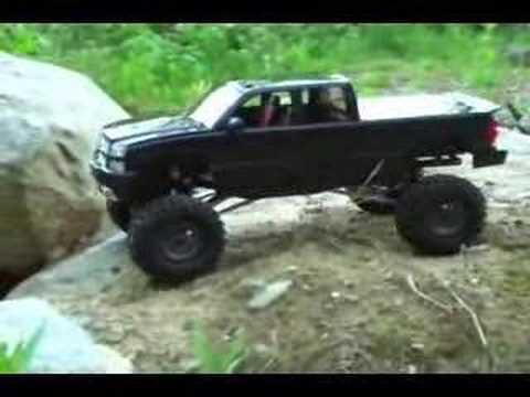"""SCALE"" Axial AX10 Chevy Silverado rock crawler trail truck"