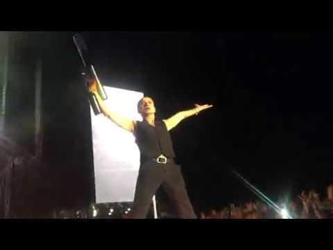 Depeche Mode - Never Let Me Down Again - Front Of RUNWAY With T-shirt Cannon - Leipzig 27.05.2017
