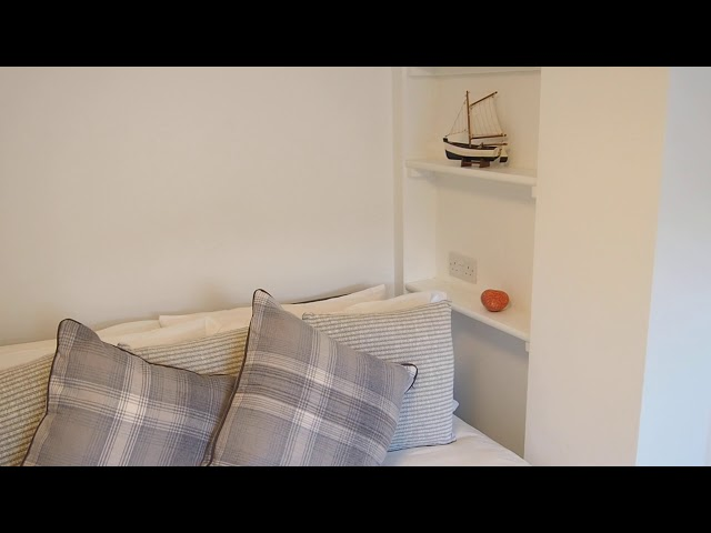 Large Double £500pcm.  Cloakroom WC opposite. Main Photo