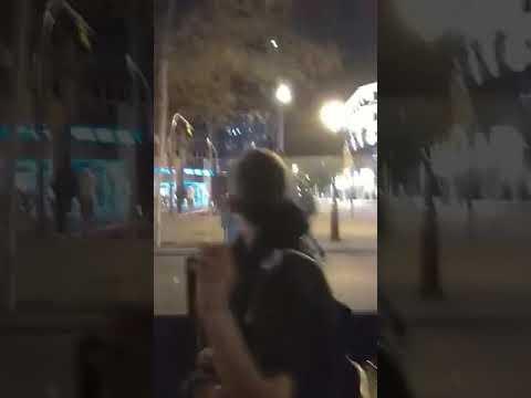 """Denuncian una """"agresión injustificada"""" de los Mossos en una terraza de Barcelona"""