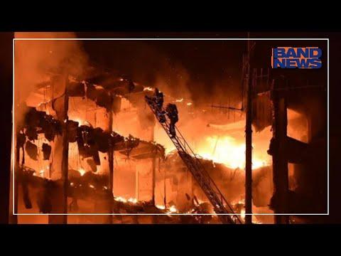Incêndio destrói edifício em porto Alegre