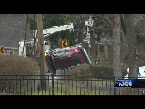 Car hits pole on Universal Road in Penn Hills