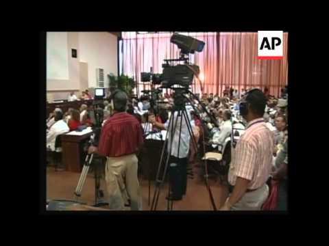 Venezuelan President Chavez signs accords strengthening Cuba relations
