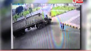 شاهد.. لحظة دهس سيارة نقل لطالبة داخل جامعة كفر الشيخ
