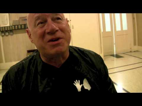 Neil Innes Tells The Story of The Rutles and Reuniting The Beatles for $300