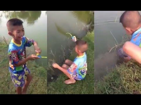 ดังไปทั่วโลก ฝรั่งแชร์คลิปเด็กไทยใช้เบ็ดของเล่นตกปลา และนี้คือขนาดปลาที่เขาตกได้   คลิปข่าว ข่าวเด่น