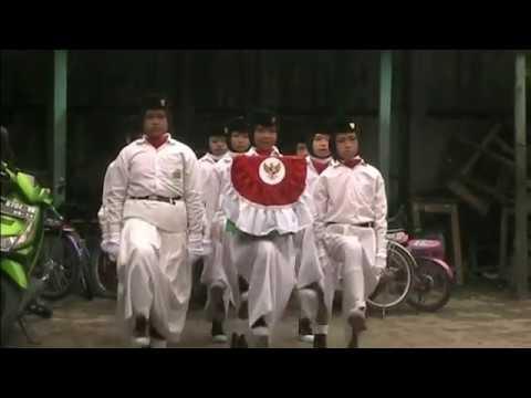 Pengibaran Bendera Merah Putih Oleh Paskibra Angkatan I MI Al Raudlah 2017