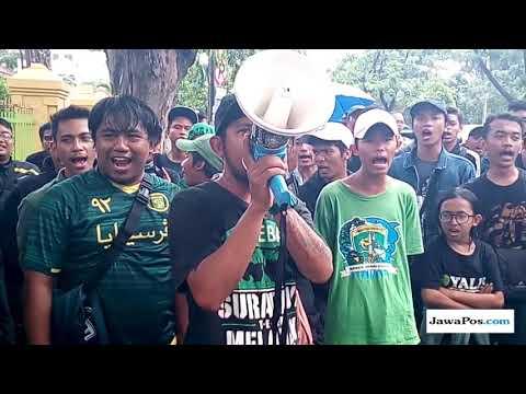 Bonek Rayakan Kemenangan Persebaya Dalam Gugatan Wisma Karanggayam