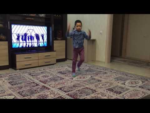 EXO  wolf dance cover. Baekhyun part :D