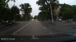 Шальной водитель джипа в Абакане едва не спровоцировал ДТП