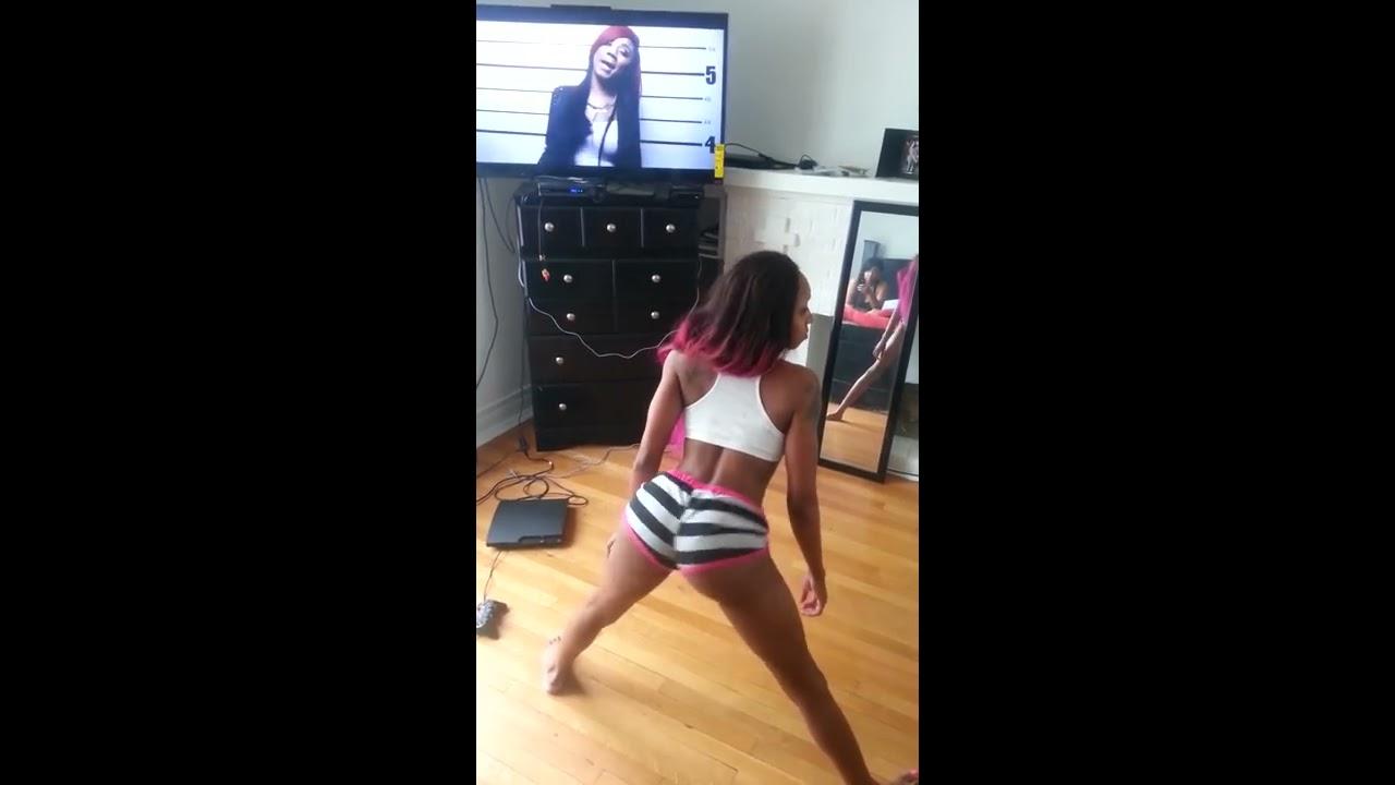 Tiny twerking pop out 動画20本@youtube