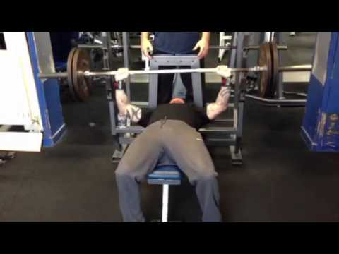 Skinny little boy reps 100 kg bench press