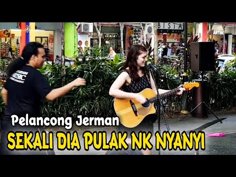 Dari Germany||Semua Penonton  Betepuk Gemuruh Dengar cricle Nyanyi..Sedap Petikan Gitar dia