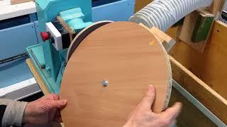 Шлифовка диска из ДСП большого диаметра на токарном станке по дереву
