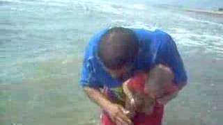 Max Y Papi En La Playa