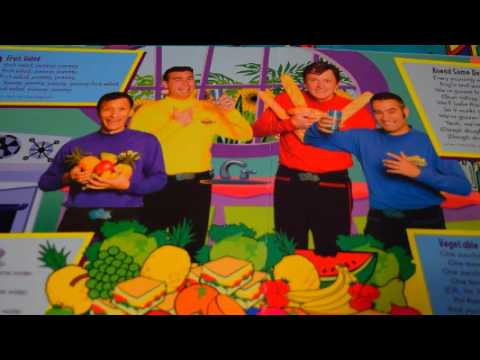 THE WIGGLES DO THE WIGGLY SHUFFLE PLAY-A-SONG MUSIC BOOK PLAY-A-SOUND STORY LYRICS