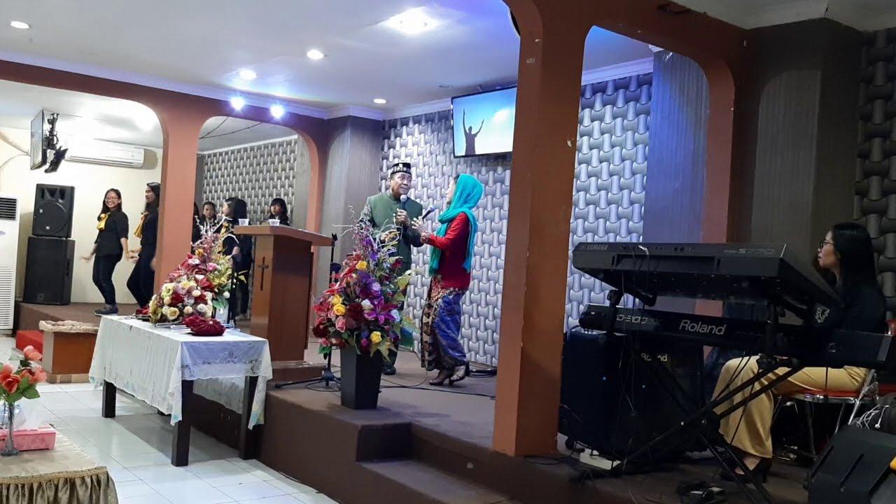 Tuhan Yesus Baek - Junaedi Salat & Istri - YouTube
