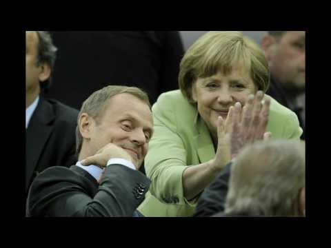 Ona Tańczy Dla Mnie   Donald Tusk i Angela Merkel   Parodia ClarkTV pl