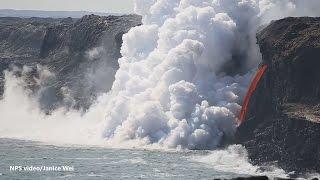 بالفيديو.. سيل من الحمم البركانية بالمحيط الهادئ