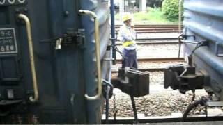 2010/6/30 富士駅で撮影。 列車番号3461レ。 操車係「あと2メータ...