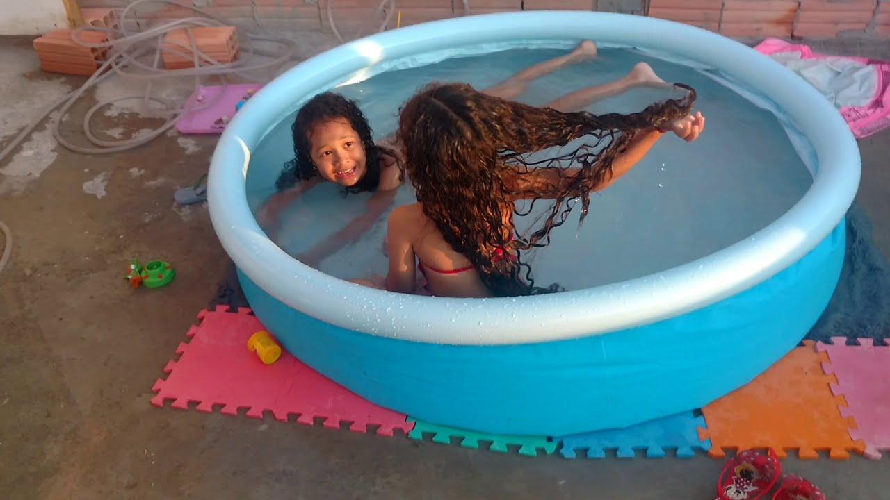 Dia de diversão na piscina muito calor...