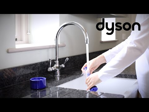 Dyson V8 cord-free vacuums - Washing the filters (US)
