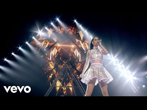 Katy Perry – Roar (The PRISMATIC WORLD TOUR LIVE)