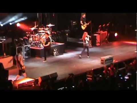 Ignorance - Paramore (Live in Manila FANCAM)