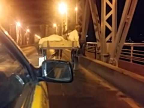 Une Charrette bloque la circulation sur le Pont Faidherbe