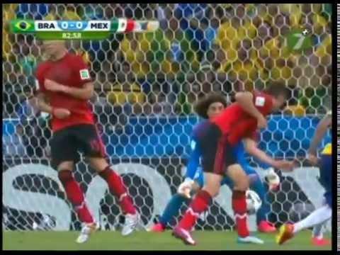 Atajadas de Memo Ochoa en el Brasil vs México | Narración TV Azteca